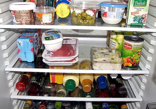 Как да почистим хладилник, който мирише лошо