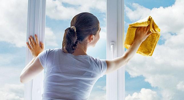 Как да почистим прозорците и стъклените повърхности с домашно приготвен препарат