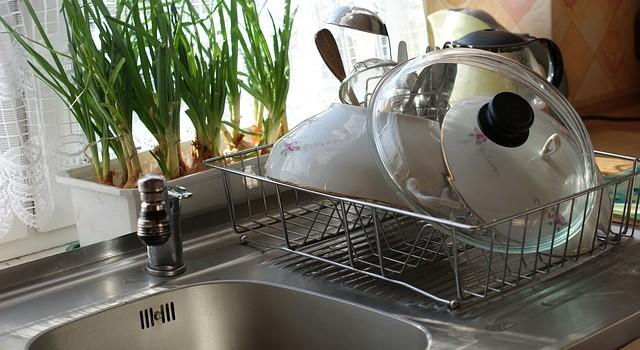 Как да почистим кухненската мивка
