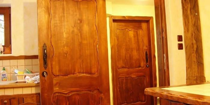 Как да пребоядисаме и освежим дървената врата