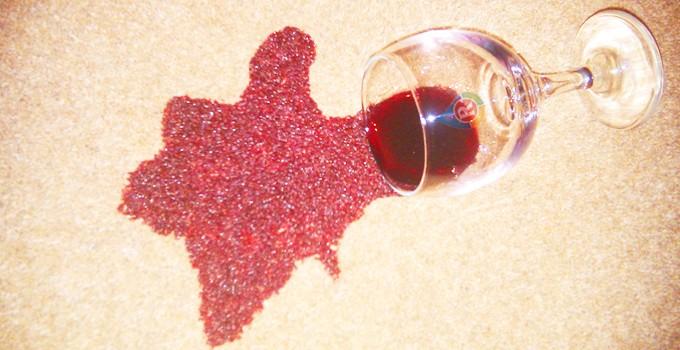 Как да почистим петно от червено вино
