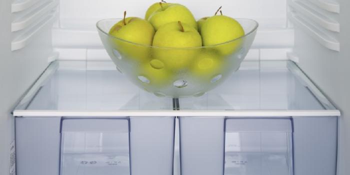 Как да почистим кутията за сирене в хладилника с лимон