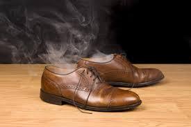 Как да се справим с лошата миризма в обувките
