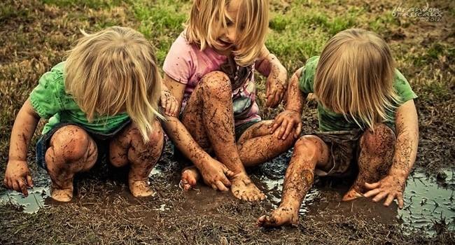 Как да премахнем петна от кал по дрехите