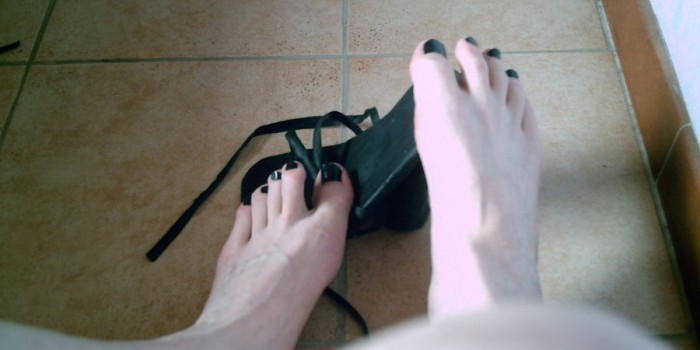 Събуването на обувките носи рискове