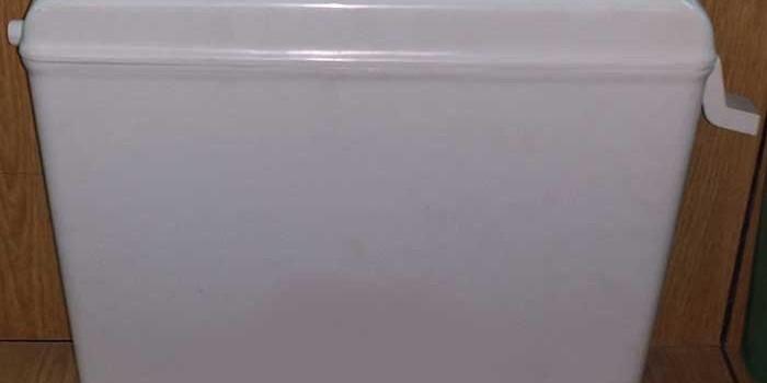 Как да почистим буталото на казанчето на тоалетната