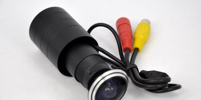 Видео шпионката с микрокамера измества традиционната старата шпионка