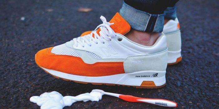 Паста за зъби за бели и чисти обувки
