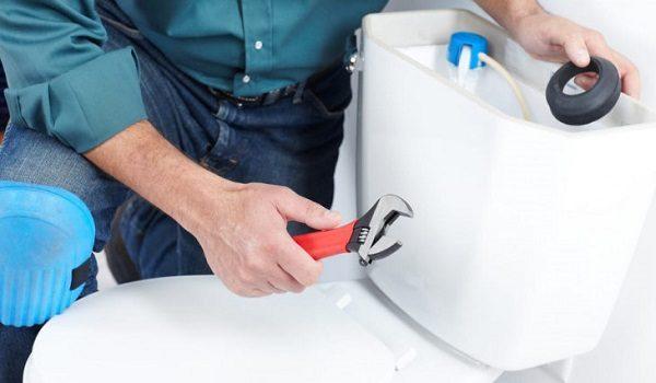 Как да почистим отвътре казанчето на тоалетната