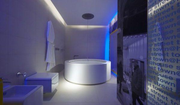 Хай-тек баня – осветление и цветови решения