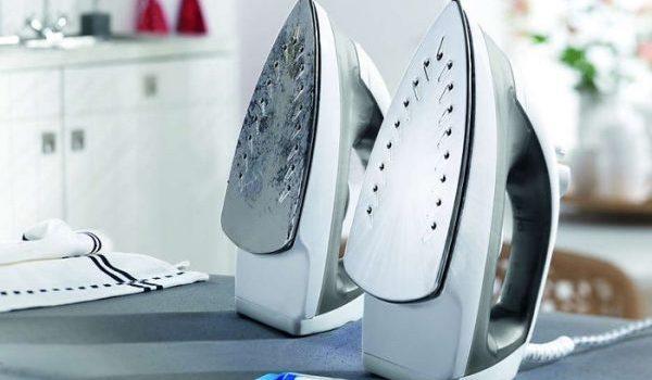 Как да почистим ютия от прегоряла тъкан