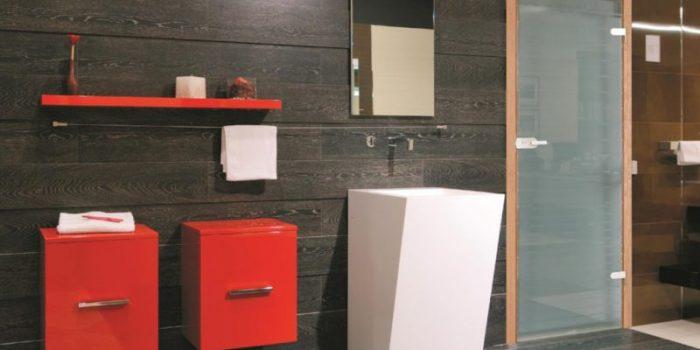 Стъклени врати за баня – защо са все по-предпочитани