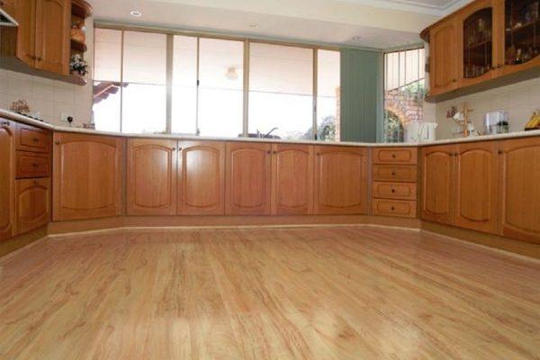 Ламинат за пода в кухнята – как да изберем