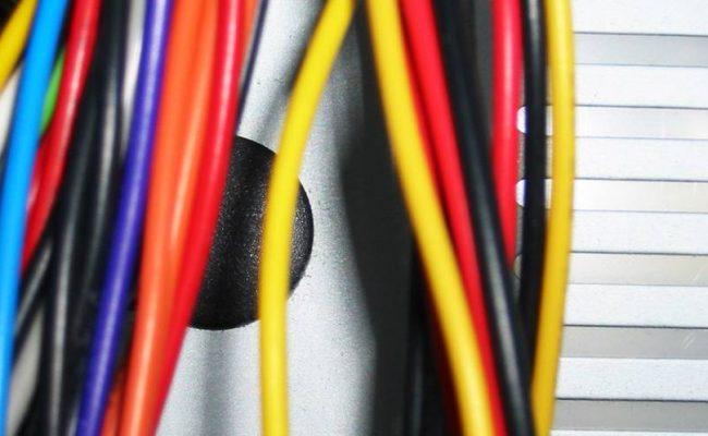 3 безопасни съвета за организиране на разпилените кабели